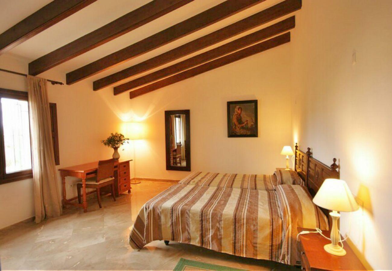 Dormitorio de la finca en Petra