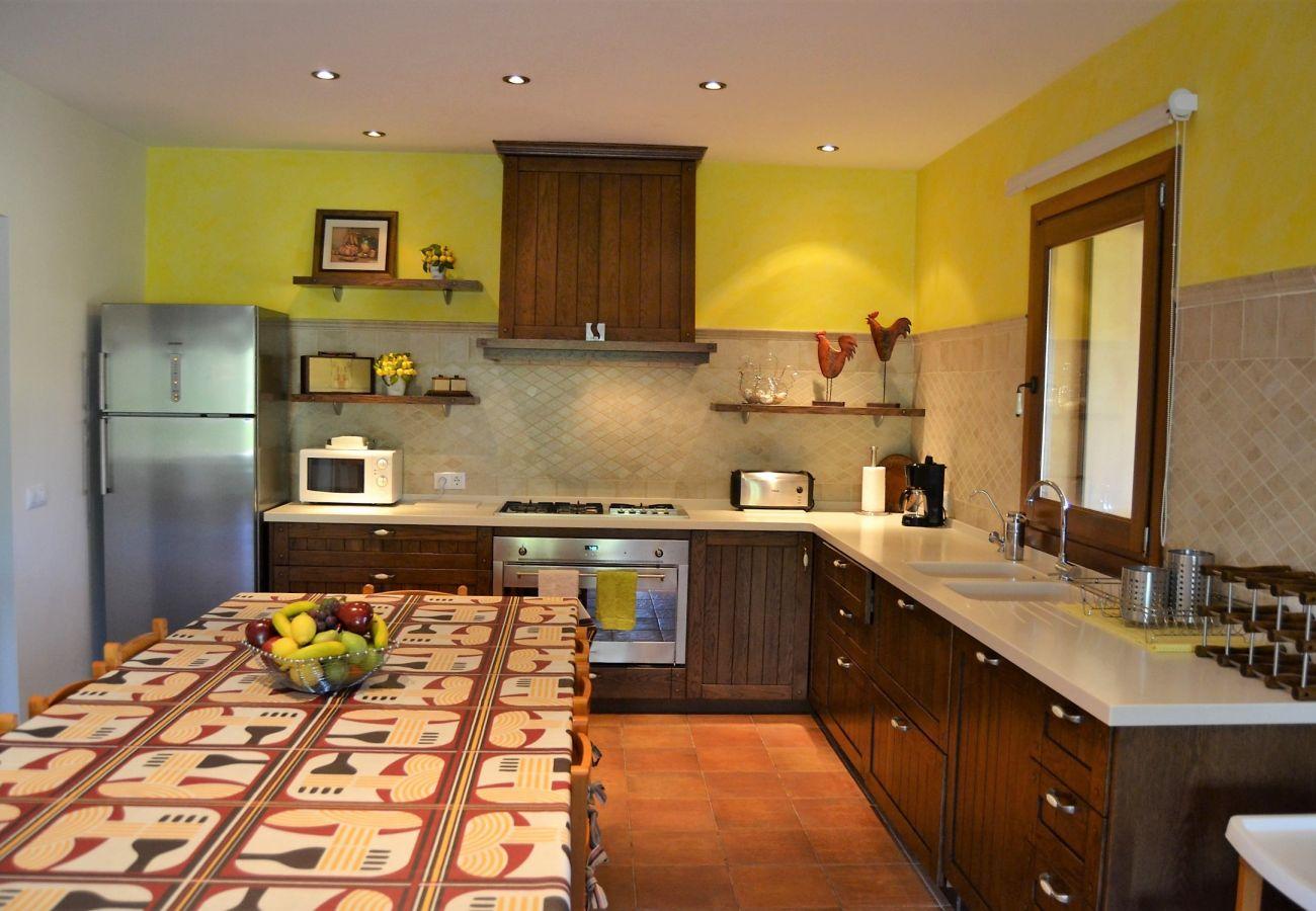 La cocina de la finca tiene mucho espacio