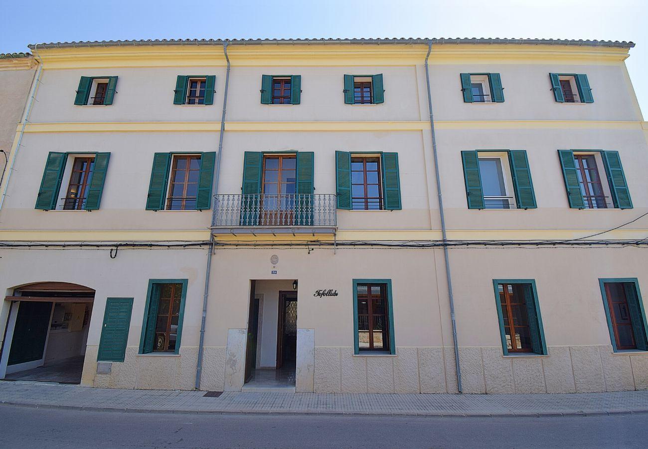 Casa de pueblo en Llubi Mallorca para grupos grandes