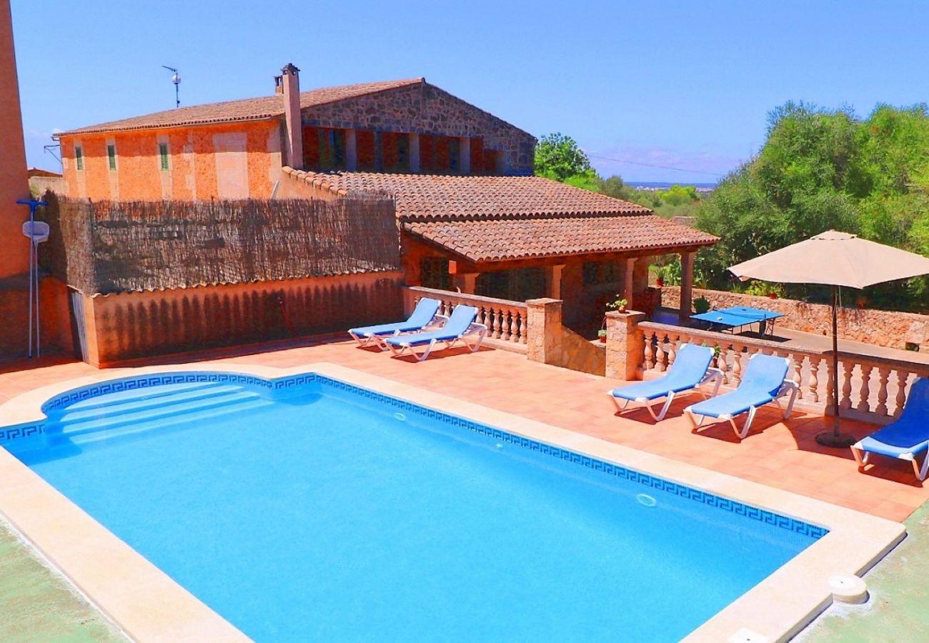 Casa de vacaciones con piscina y naturaleza