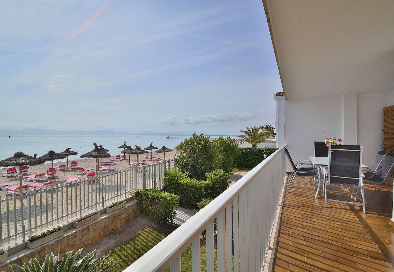 Vista del mar desde la terraza del apartamento en Puerto de Alcudia