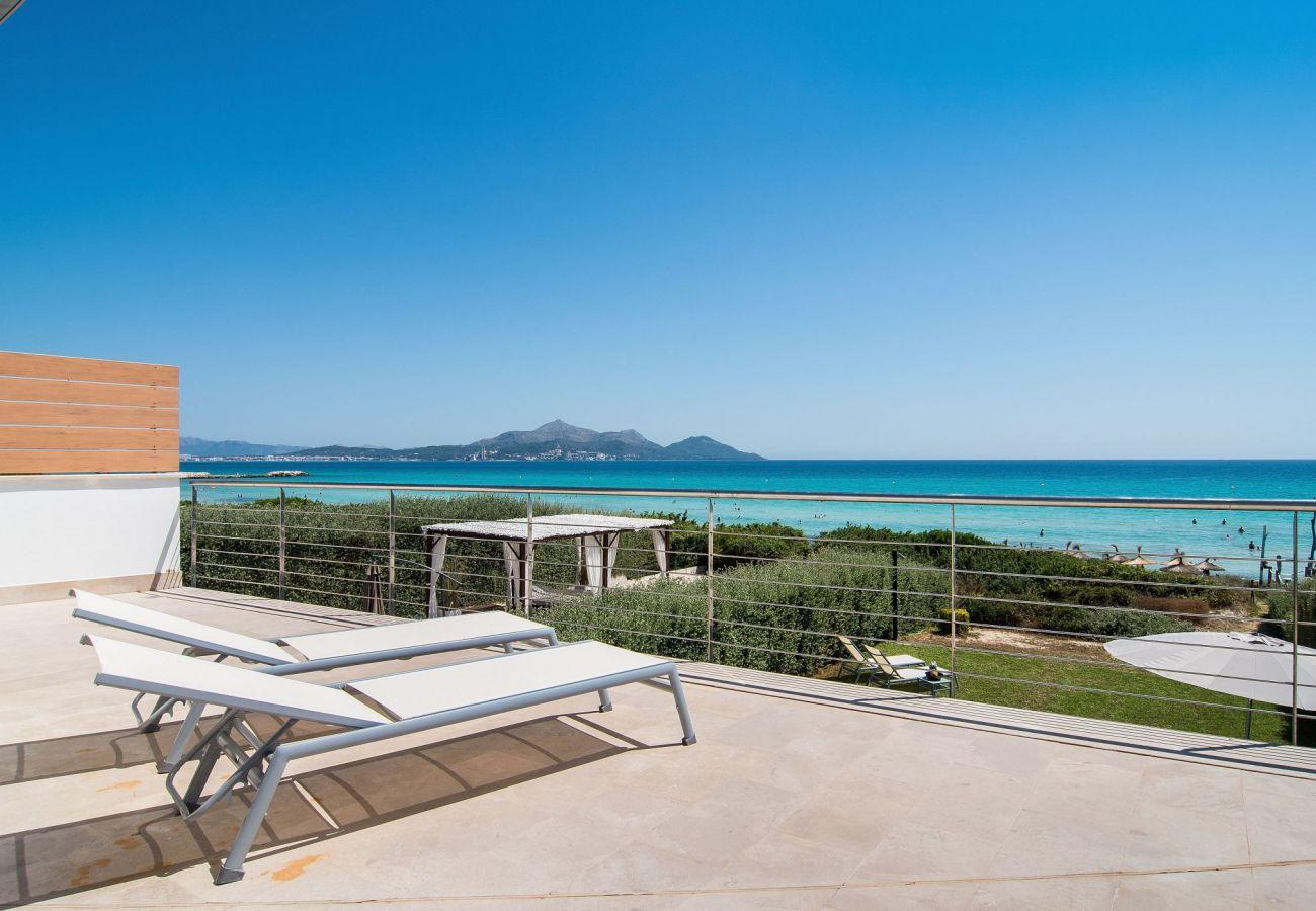 Vista del mar desde la villa en playa de muro