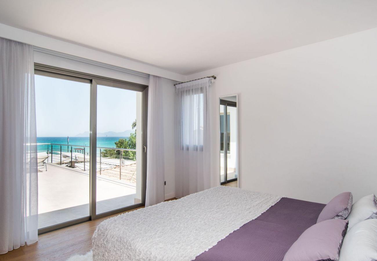 dormitorio de la villa de Playa de Muro