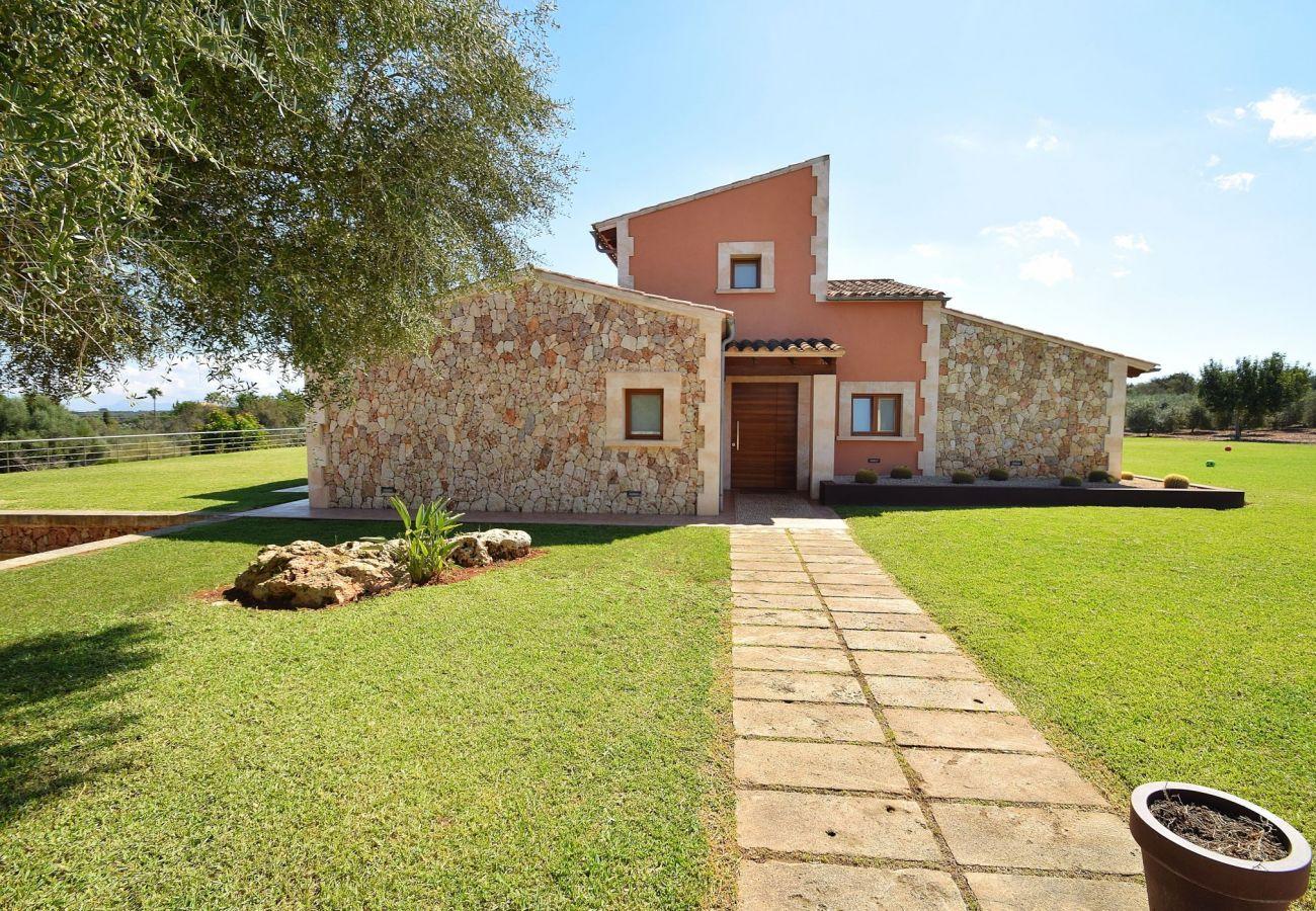 Fachada de la villa en Can Picafort