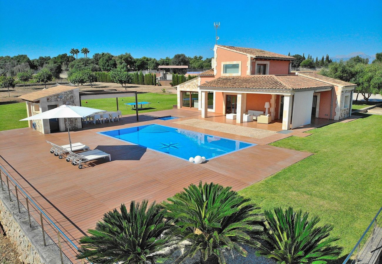 Villa en Can Picafort con piscina cerca de la playa