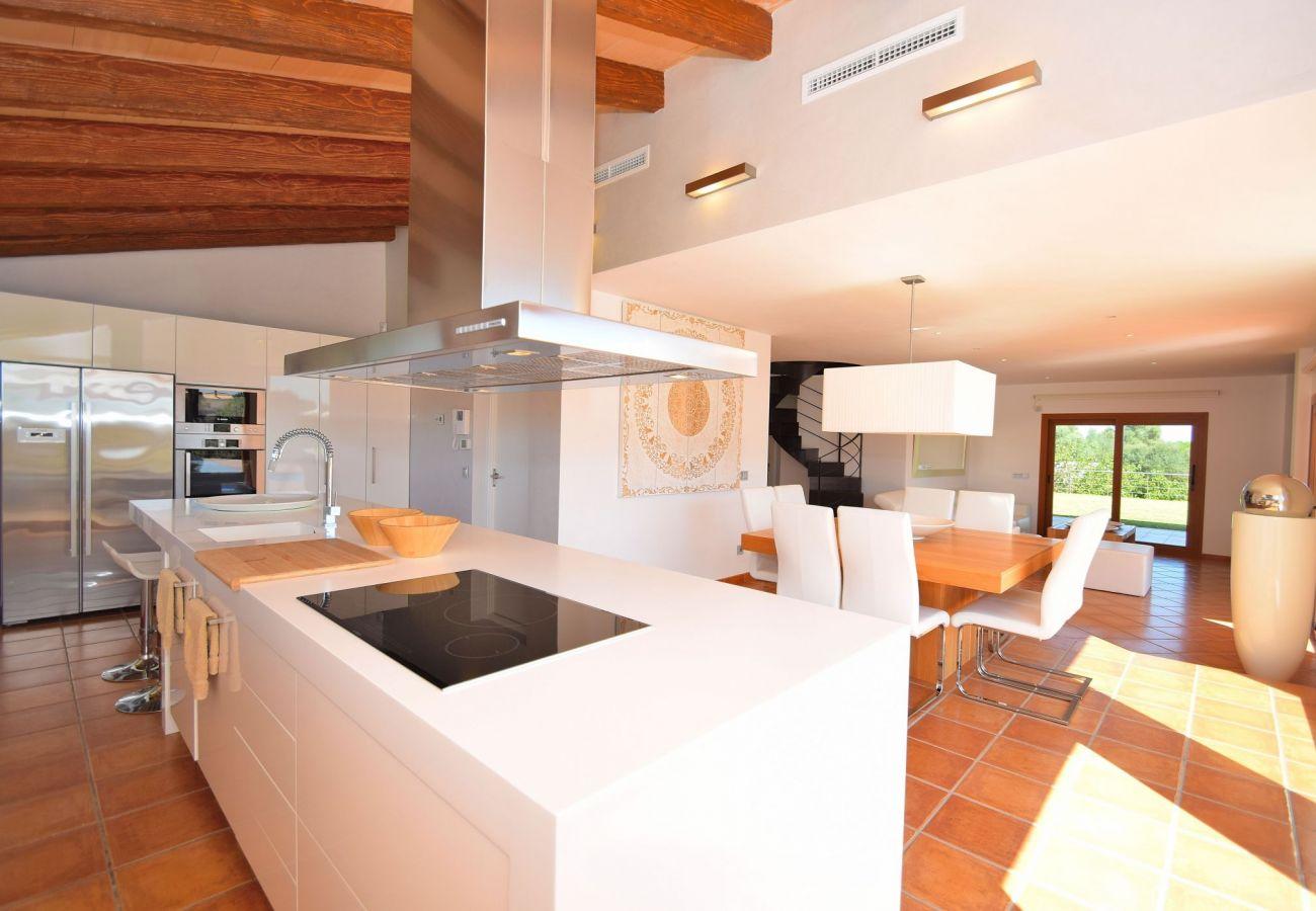 Foto de la cocina de la villa en Can Picafort
