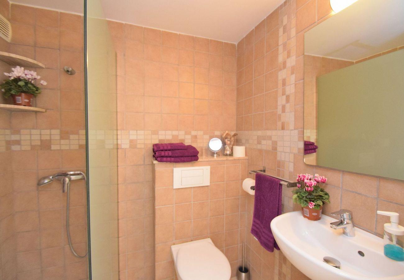 Baño del apartamento en Can picafort
