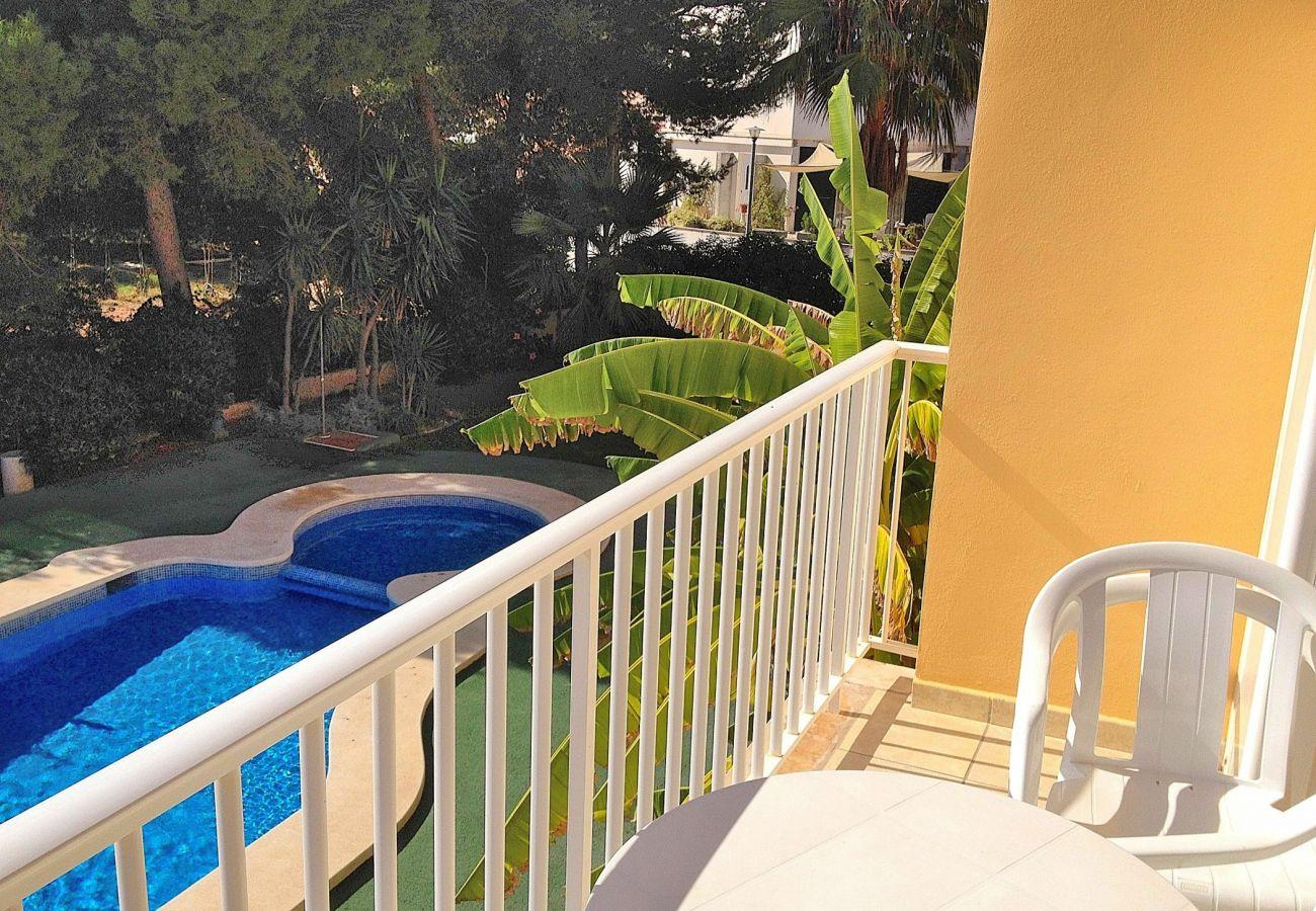 El apartamento consta de piscina comunitaria