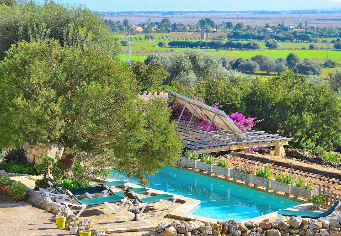 Preciosas vistas desde la piscina de la villa en Alcudia