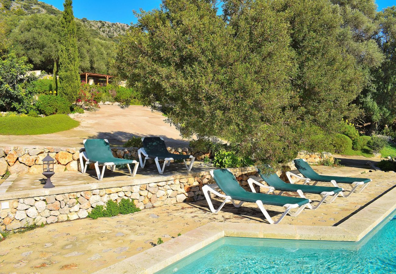 Villa con piscina y vistas a la montaña en alcudia