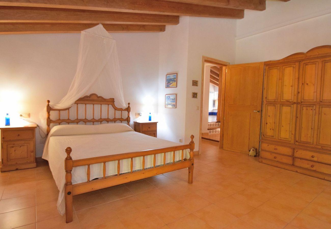 Dormitorio doble de la villa en Alcudia