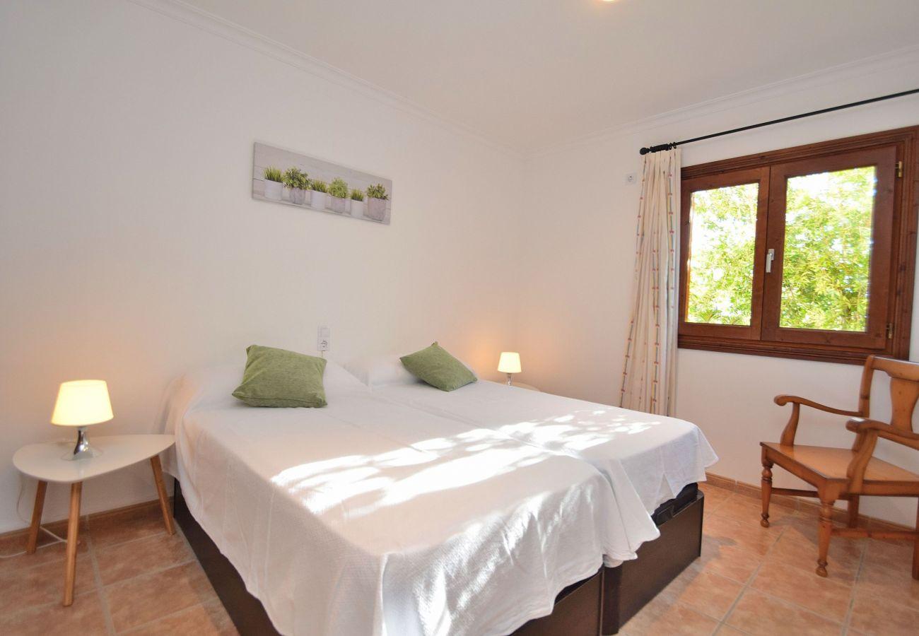 Dormitorio de la villa en Sineu