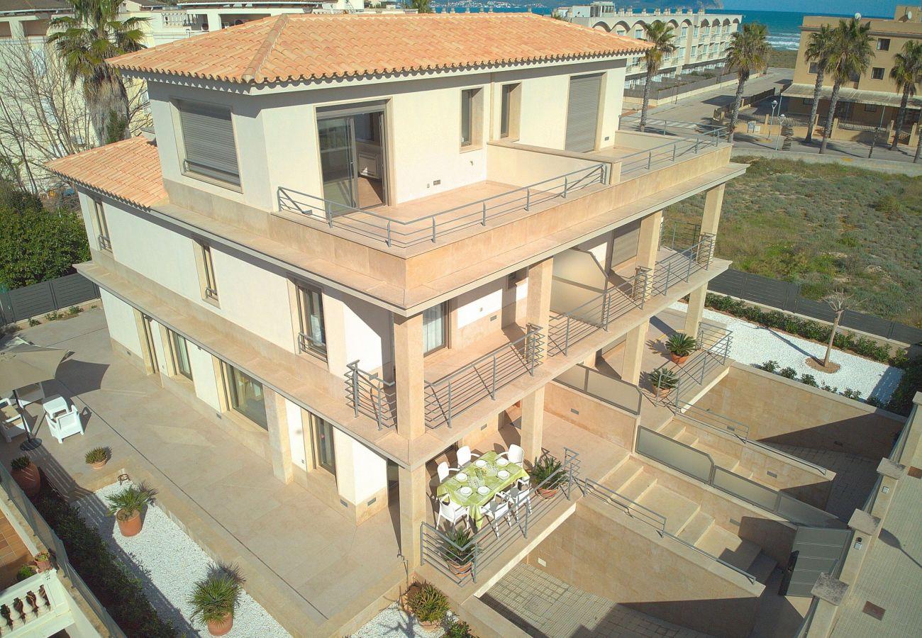 Vista aerea de la villa de lujo en mallorca-can picafort
