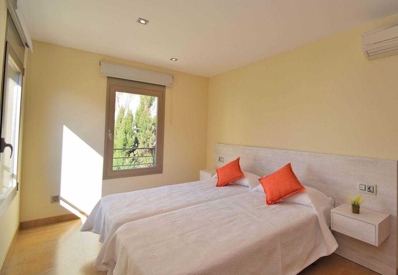 Dormitorio doble de la villa en mallorca can picafort de lujo