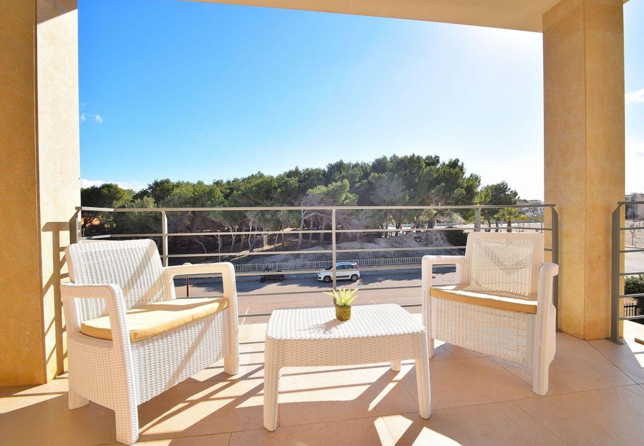 terraza de la villa de lujo en mallorca can picafort