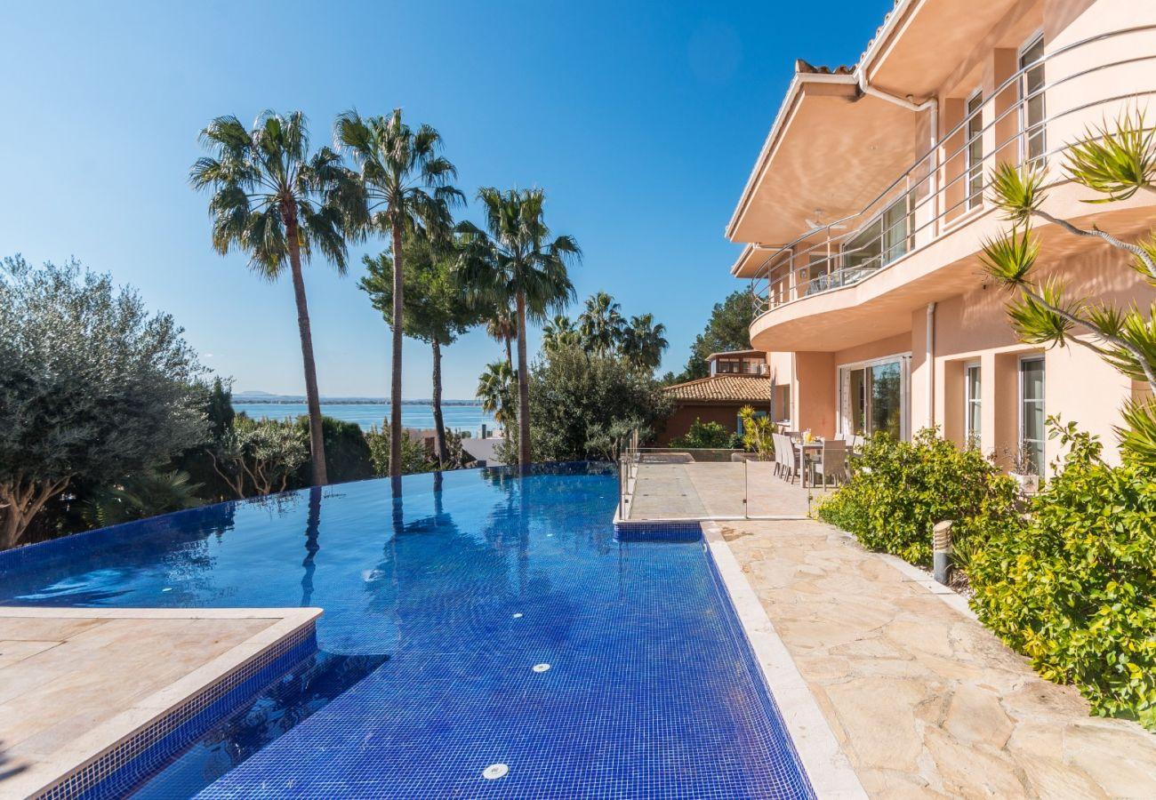 Chalet con piscina vistas al mar