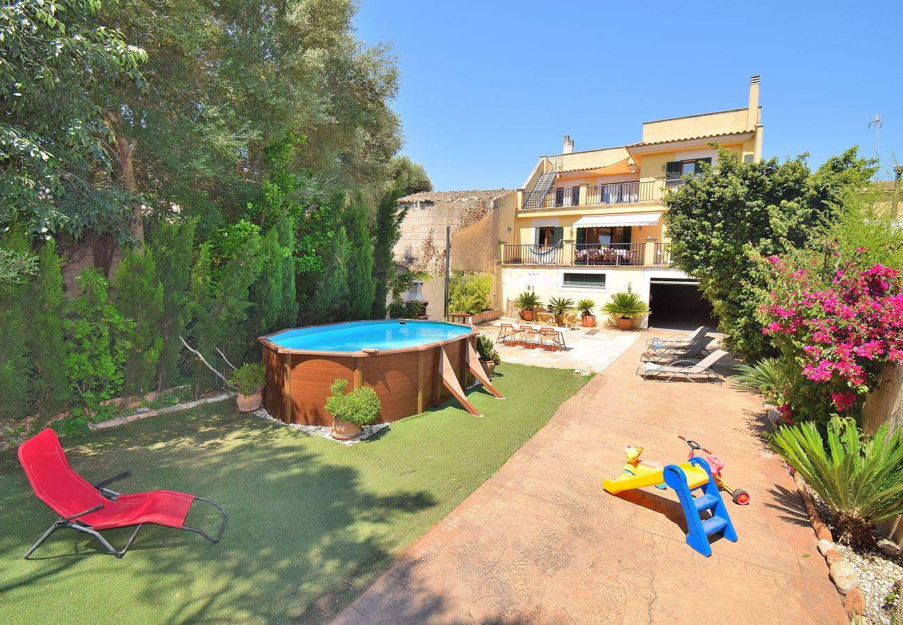 casa vacacional con piscina y bonito jardín