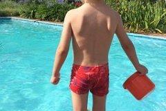 Ein sicherer pool für einen entspannungen Urlaub.