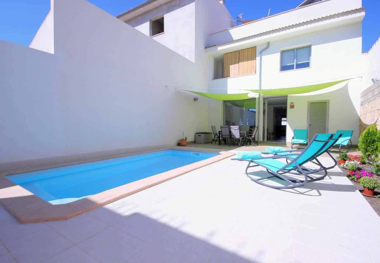 Foto des schönen Pools vom Dorfhaus in Muro Mallorca