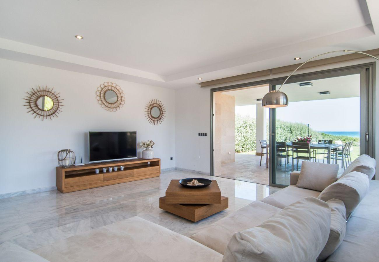 Lounge des Ferienhauses am Meer und  am Strand in Playa de Muro