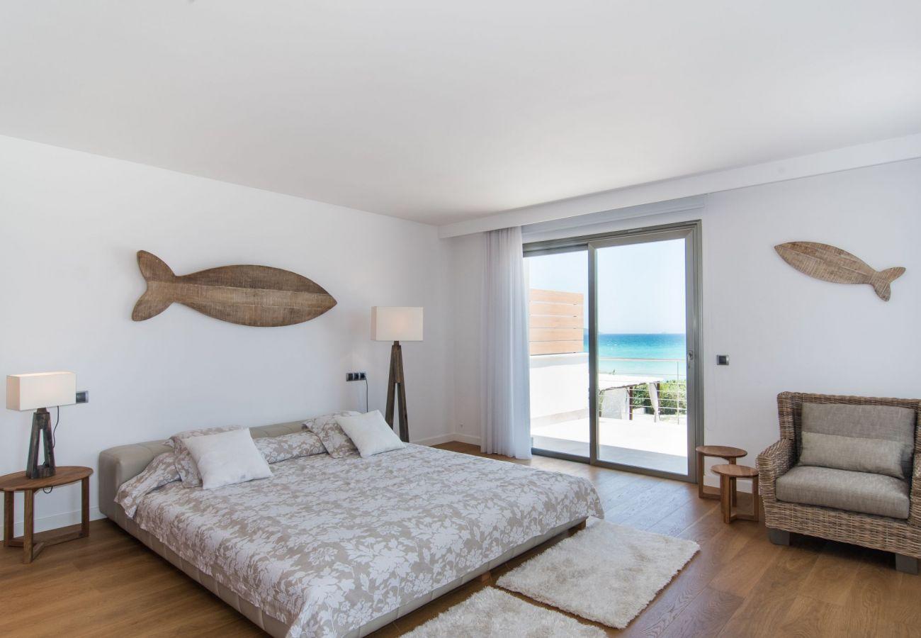 Schlafzimmer der Villa von Playa de Muro
