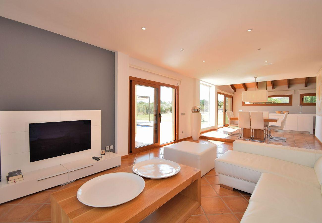 wohnzimmer  der Villa in Can Picafort