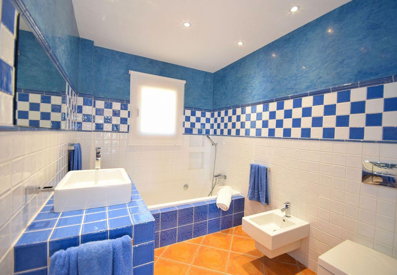 Badezimmer der Finca in Can Picafort