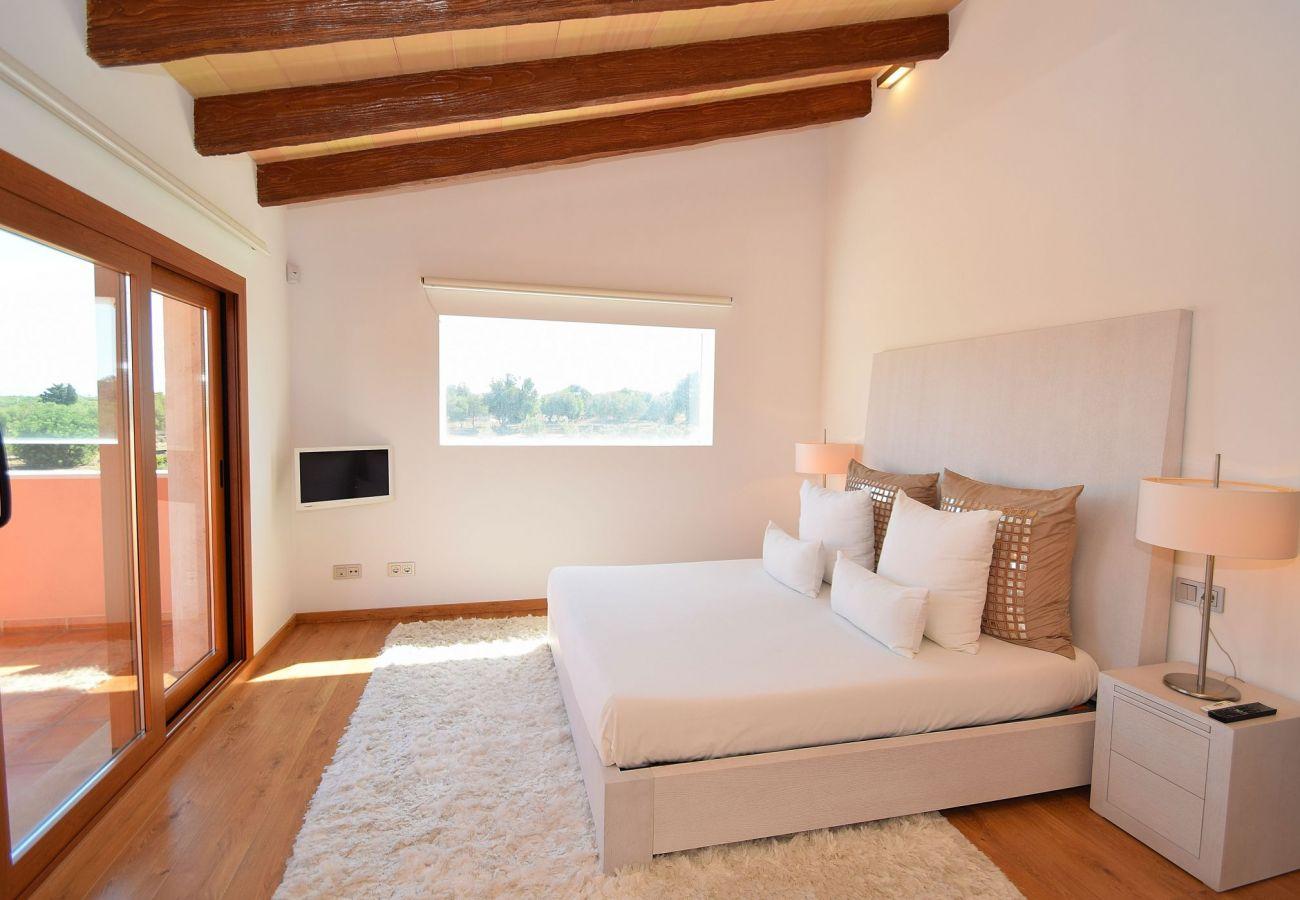 Ein weiteres Schlafzimmer der Villa in can picafort