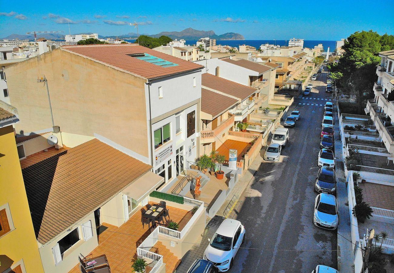 Luftaufnahme der Aussenansicht des Ferienhauses in Can Picafort