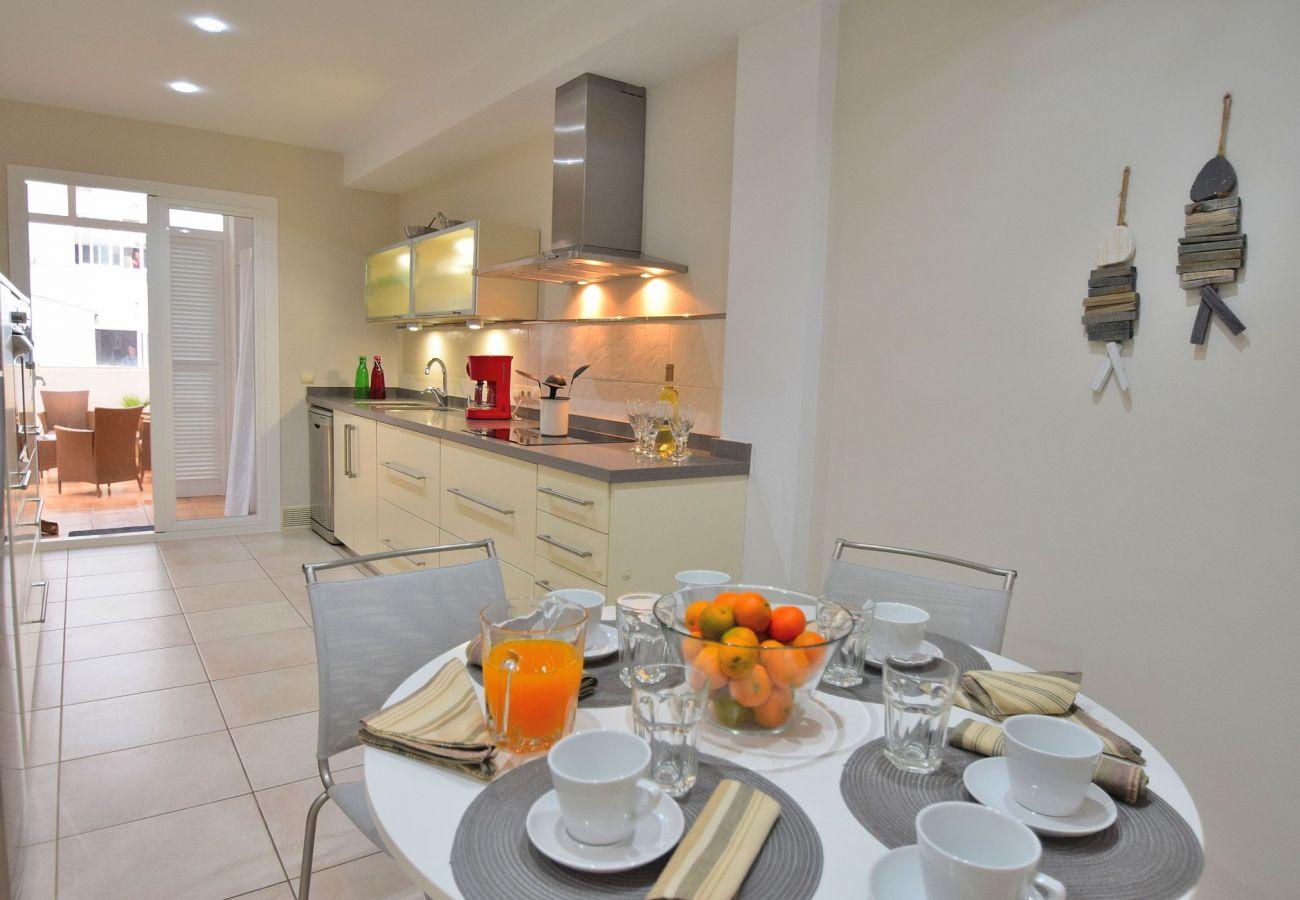 Die ferienwohnung in Can Picafort hat eine große Küche.