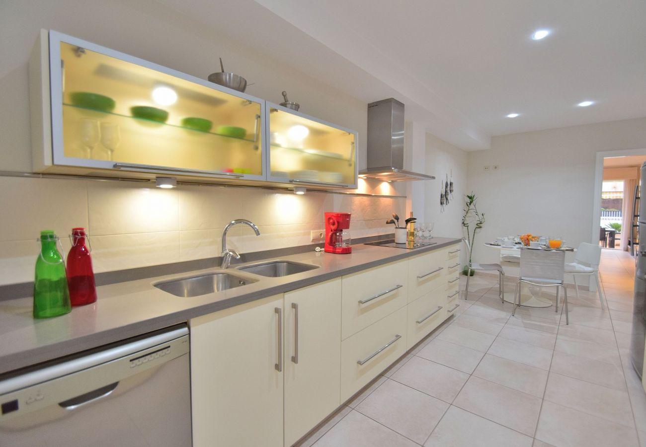 Schönes Foto der Küche des Ferienhauses in Can Picafort