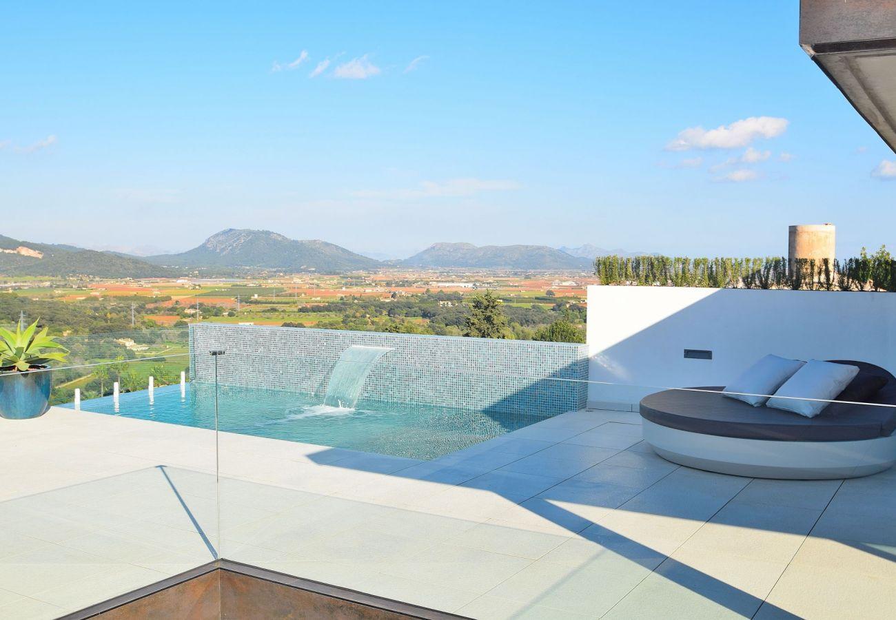 Bild des Pools des Ferienhauses in Buger mit atemberaubender Aussicht.