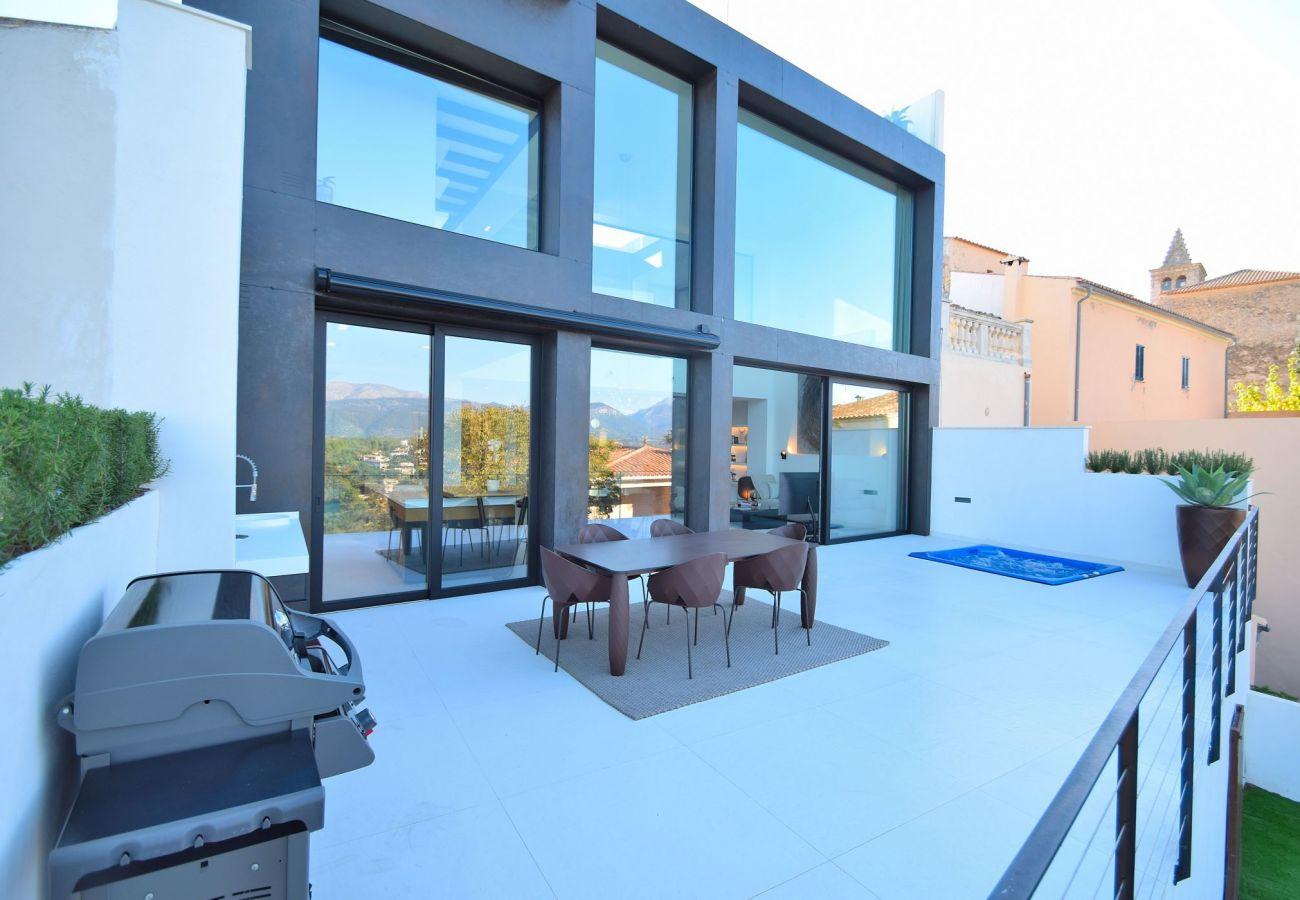 Blick auf die Terrasse des Ferienhauses in buger