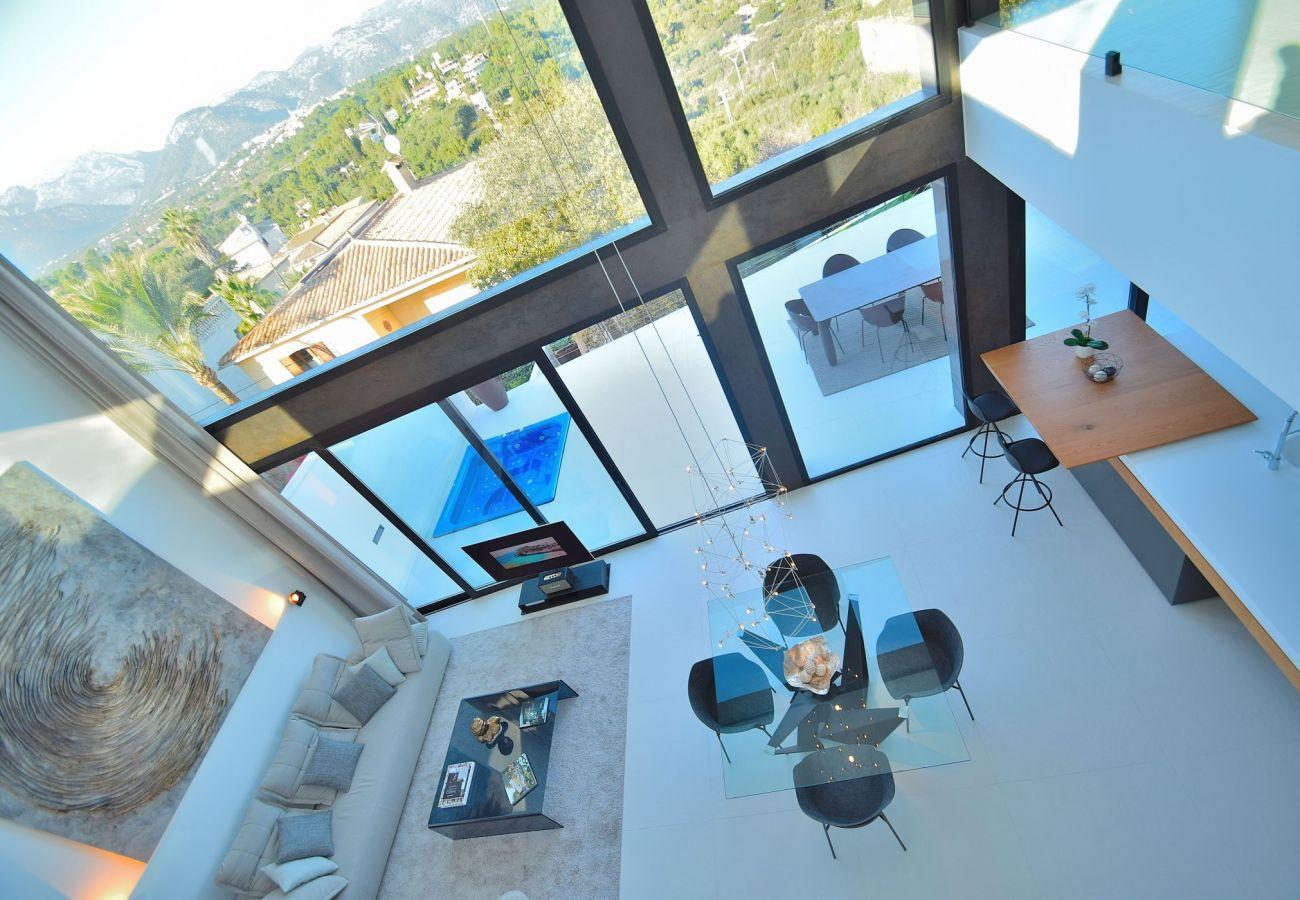 Blick von oben auf das Wohnzimmer