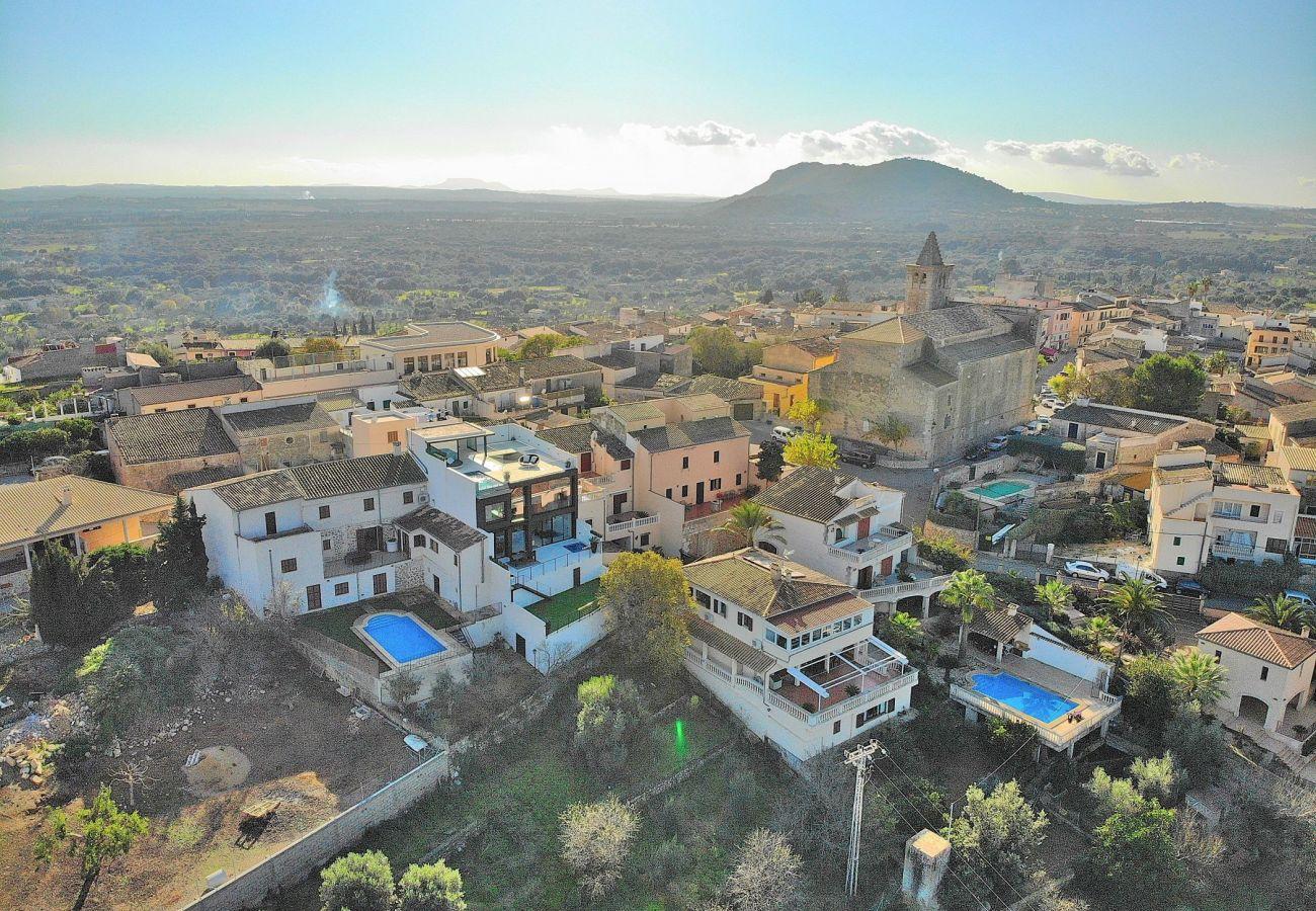 Luftaufnahme des Dorfes buger