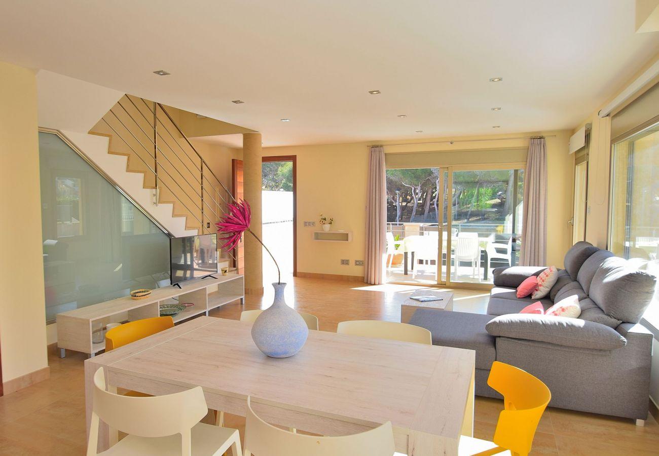 Saal der Luxusvilla in Can Picafort