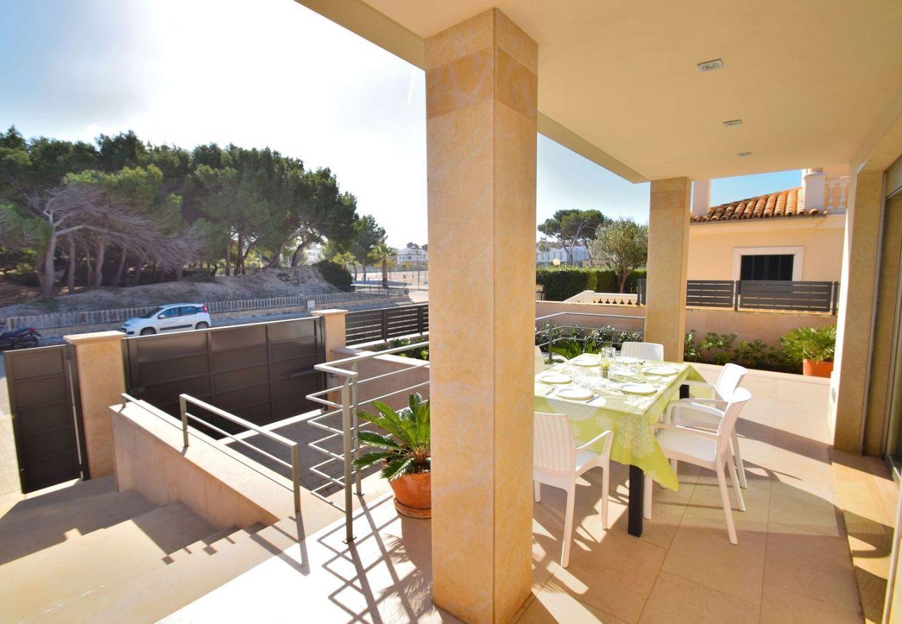 Terrasse der Luxusfinca auf Mallorca can picafort