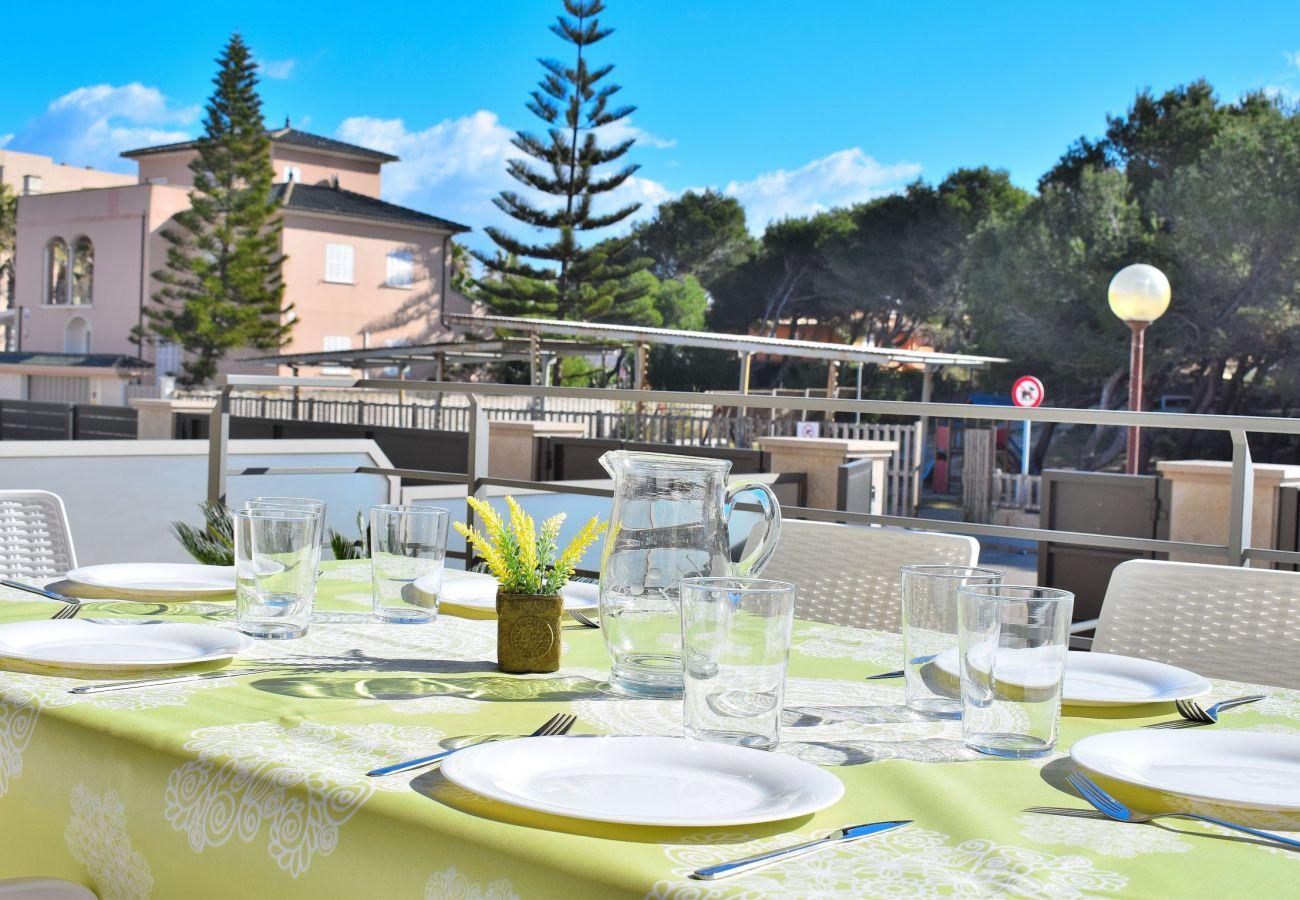 Terrasse der Luxusvilla auf Mallorca kann picafort