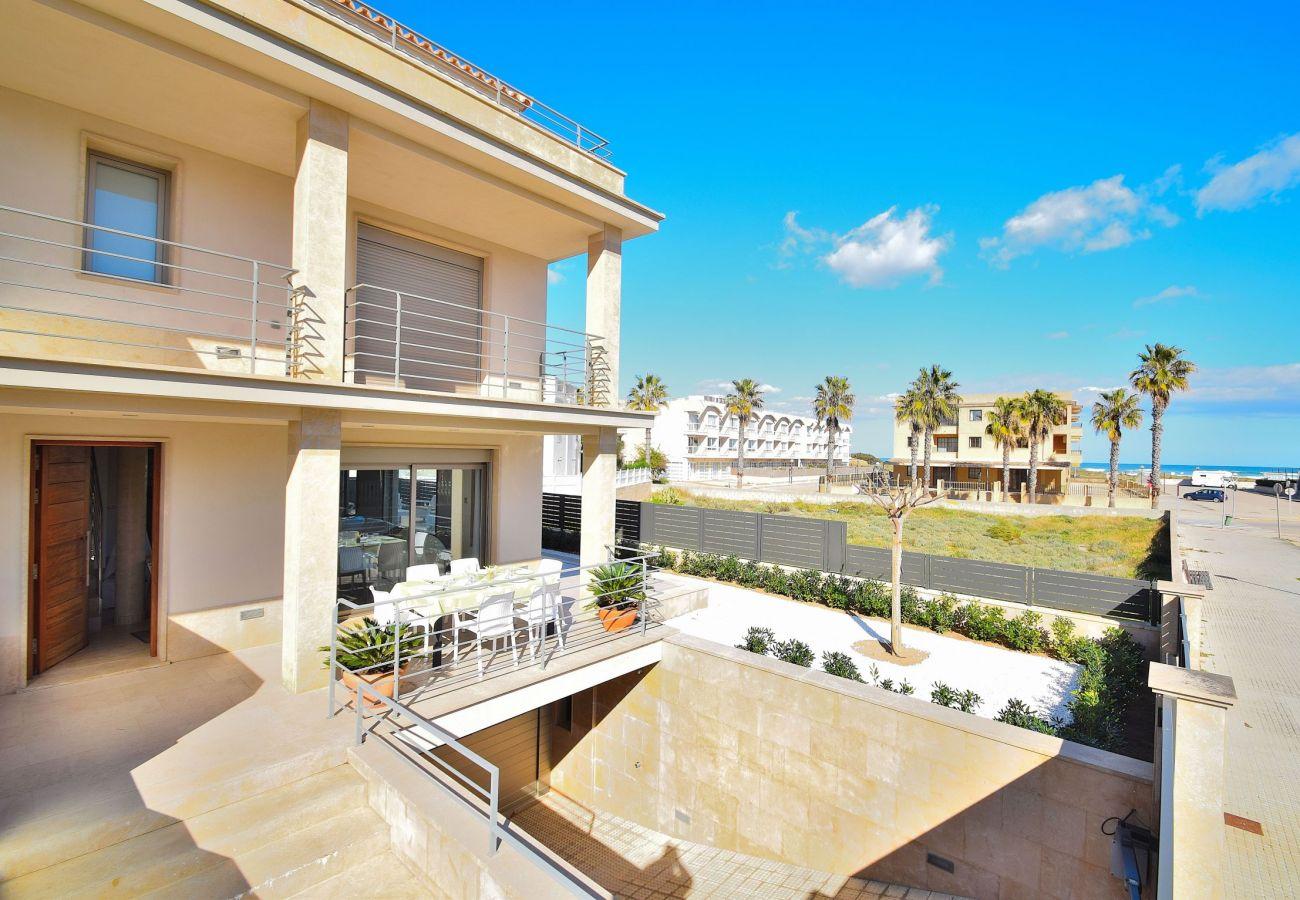 Blick von der Terrasse der Luxusvilla in can picafort mallorca