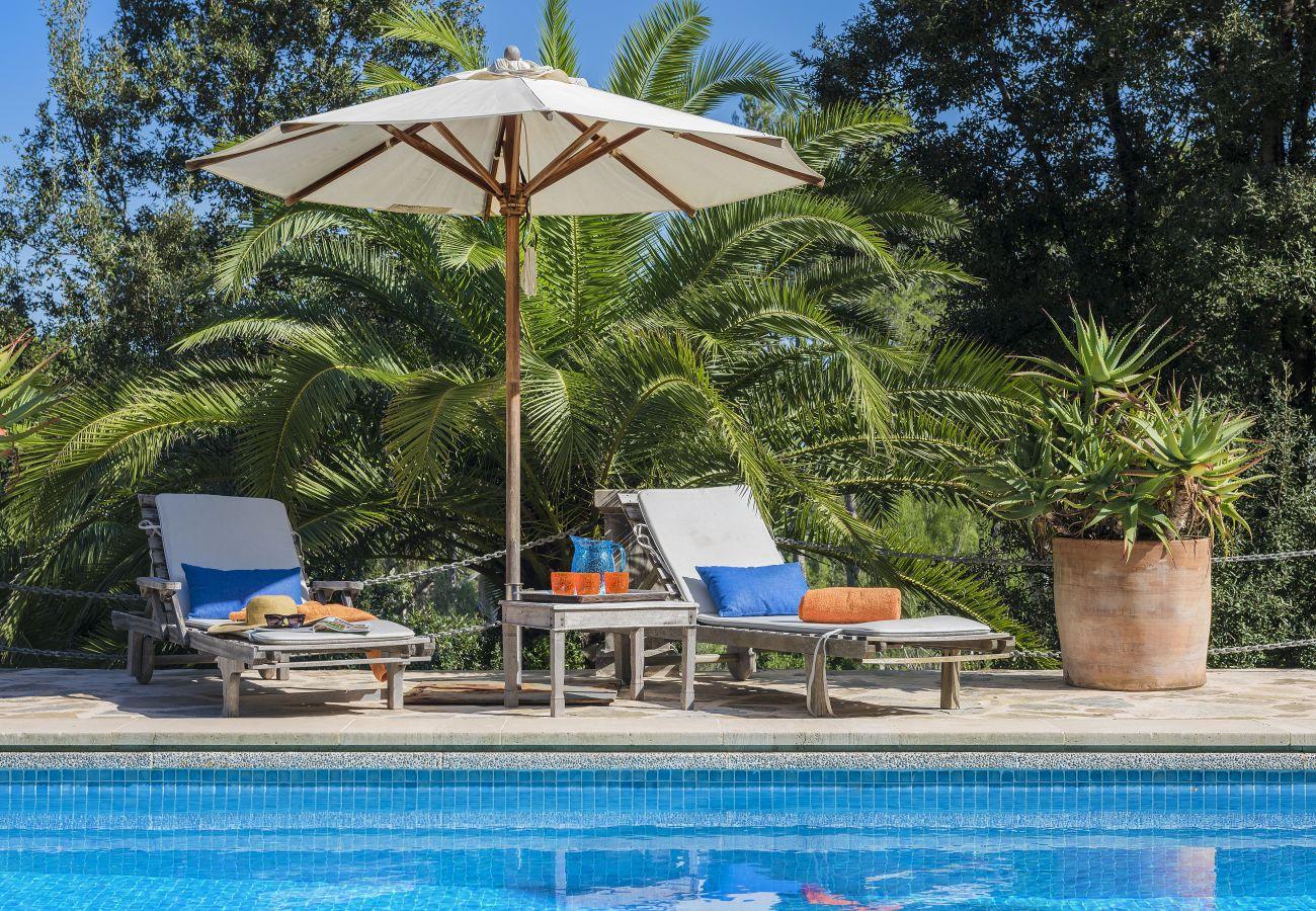 Entspannendes Schwimmbad