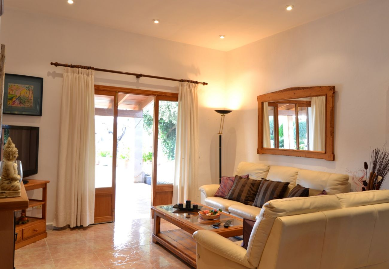 The villa has a large and bright living room for 6 people
