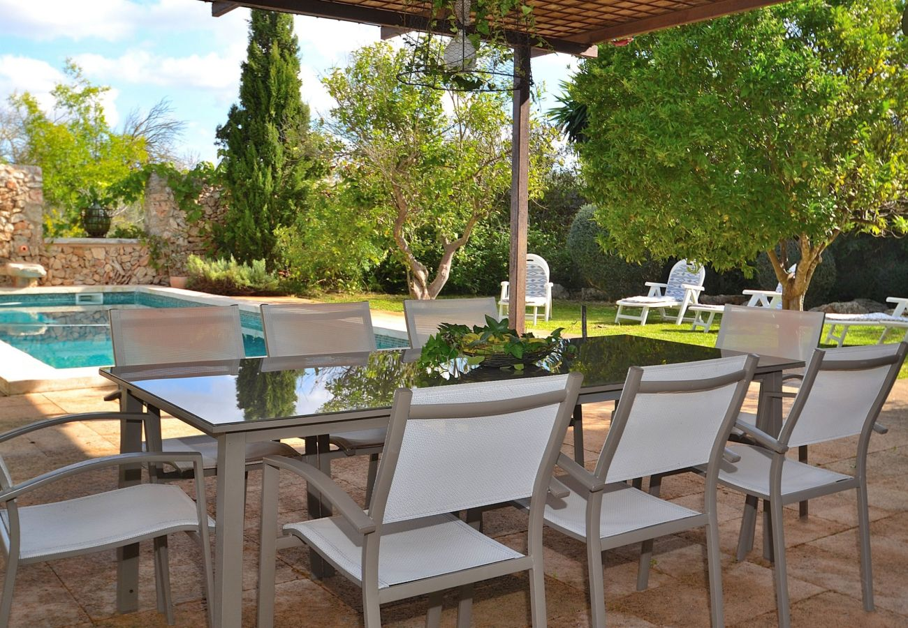 The villa has a terrace and a pool where you can enjoy a good holidays
