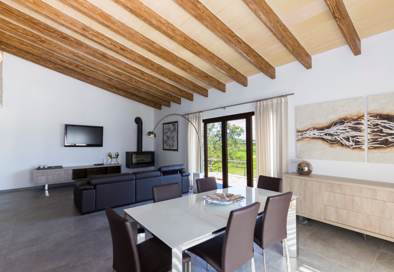 From 100 € per day you can rent your finca from our rental