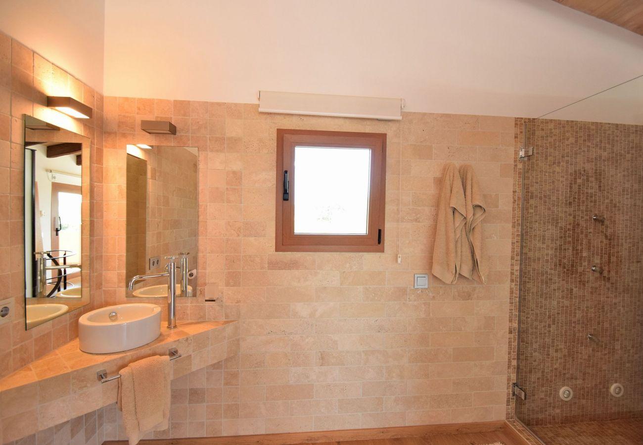 Beautiful villa bathroom in can Picafort
