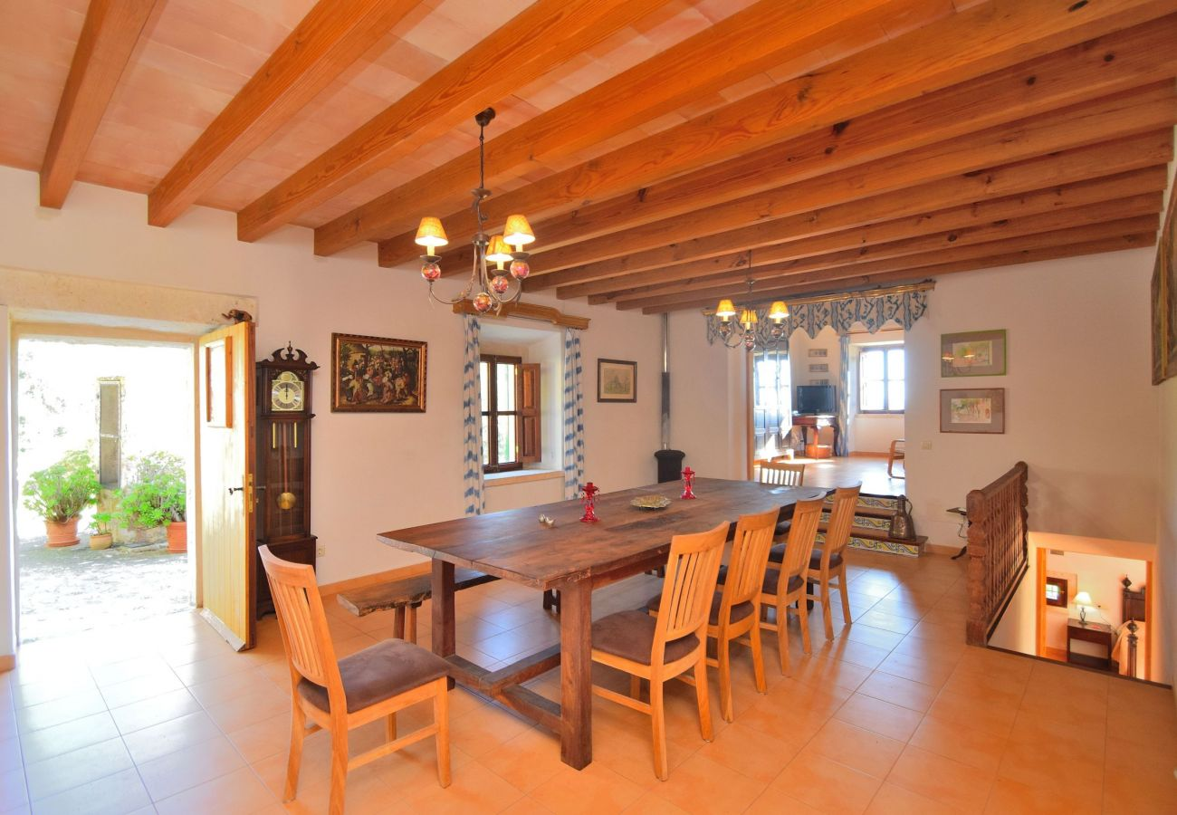 Dining room of the villa in Alcudia