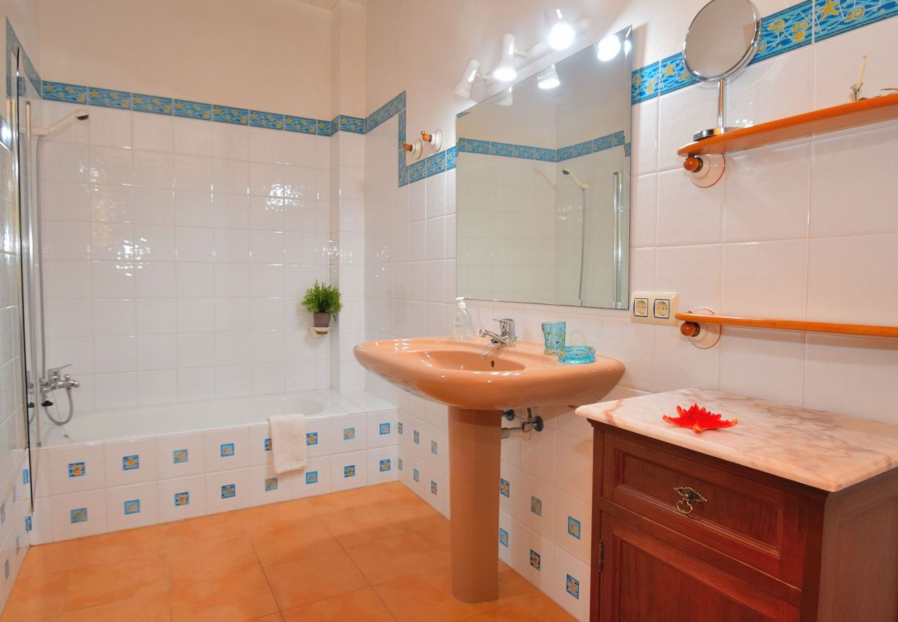 Main bathroom in the village of alcudia