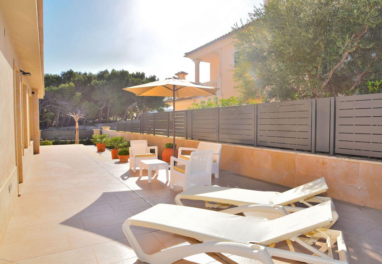 Solarium of the villa in luxury can picafort