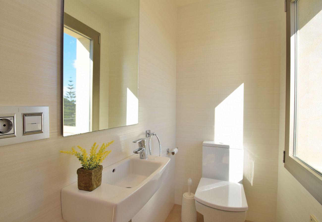 luxury villa bathroom in mallorca can picafort